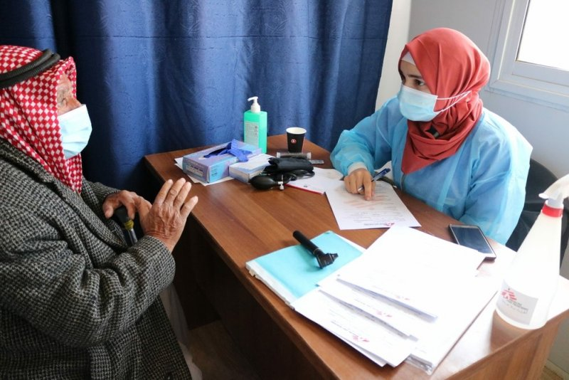 An MSF doctor talks to a patient
