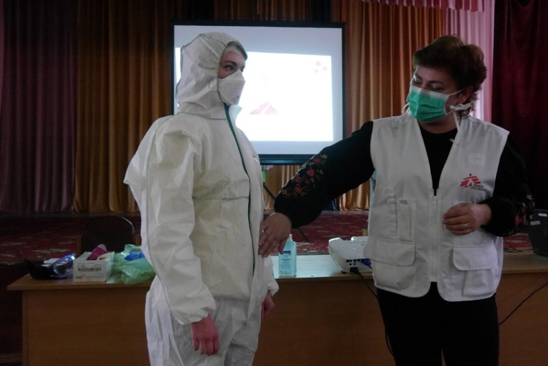 MSF staff conducts training for healthcare workers