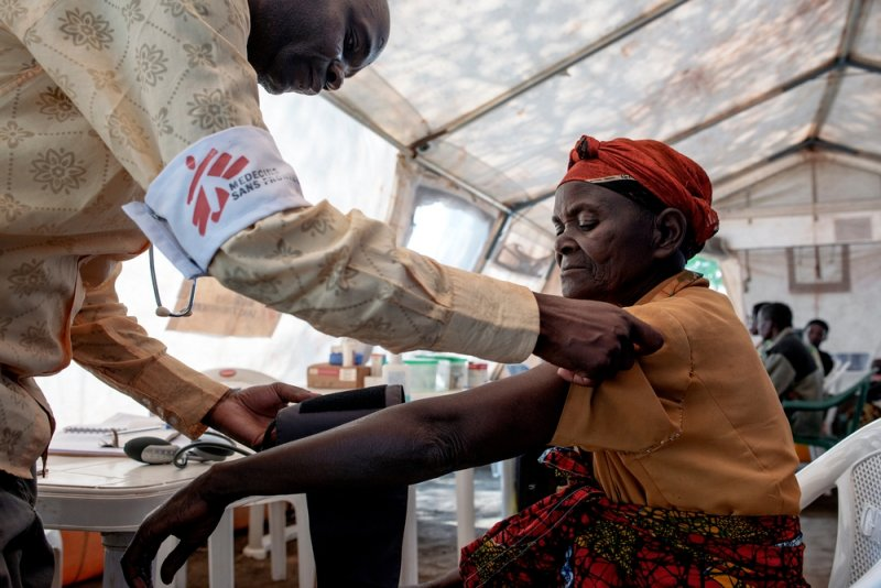 A Doctors Without Borders mobile clinic medical staff member consults a Burundian refugee.