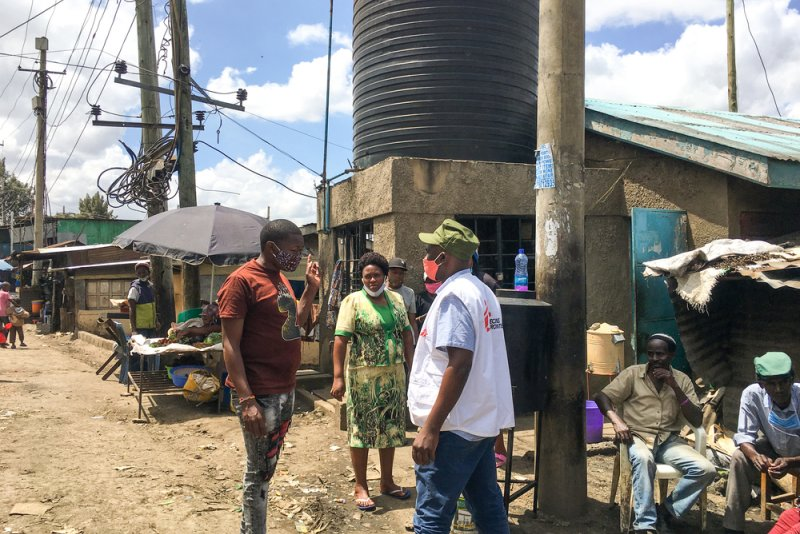 MSF Logistics Technical Referent having a chat with a community health volunteer