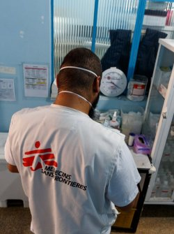 MSF worker supports Emergency Care Units
