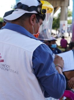 MSF worker supports to migrants